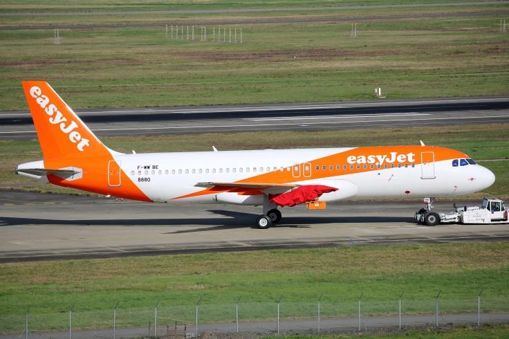 8880_F-WWBE_A320_EASYJET_resize